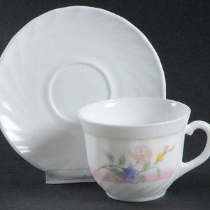 Arcopal France Set Of 6 Tea/Coffee cups & saucers